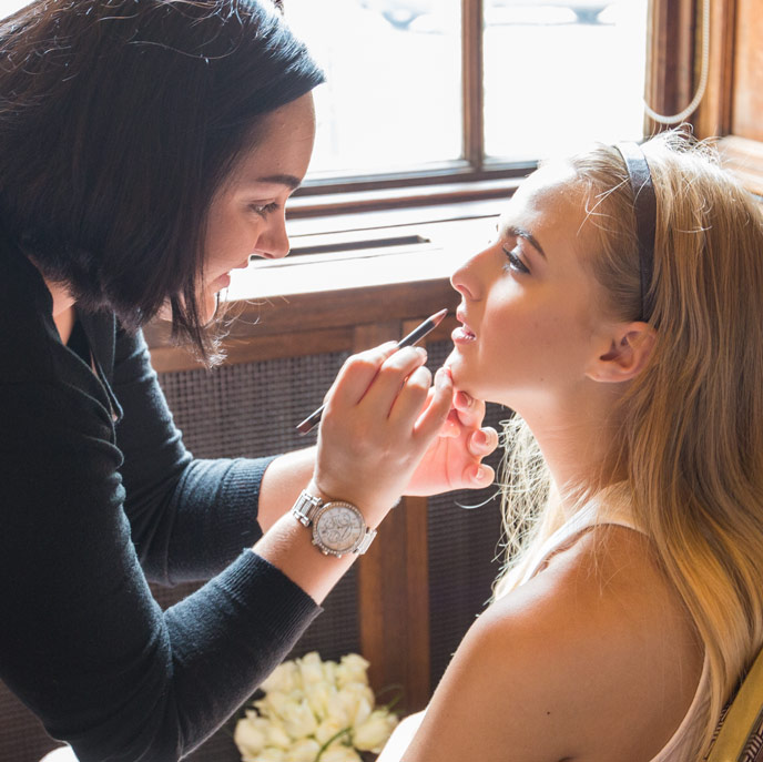 ellie moxon mua putting makeup on bride