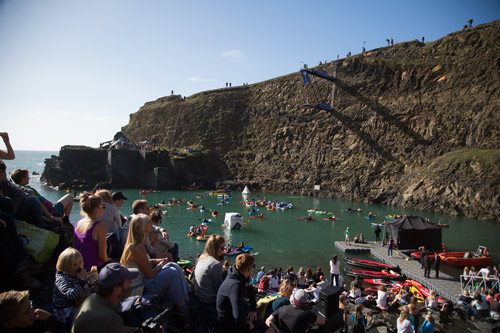 Red bull cliff diving world series blue lagoon pembrokshire 2016