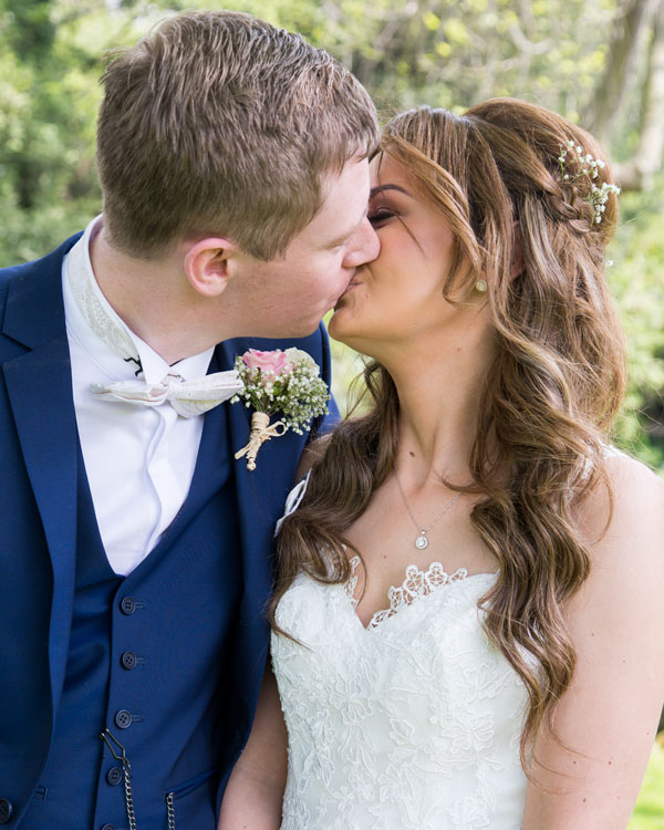 newlyweds kissing the stables high melton doncaster