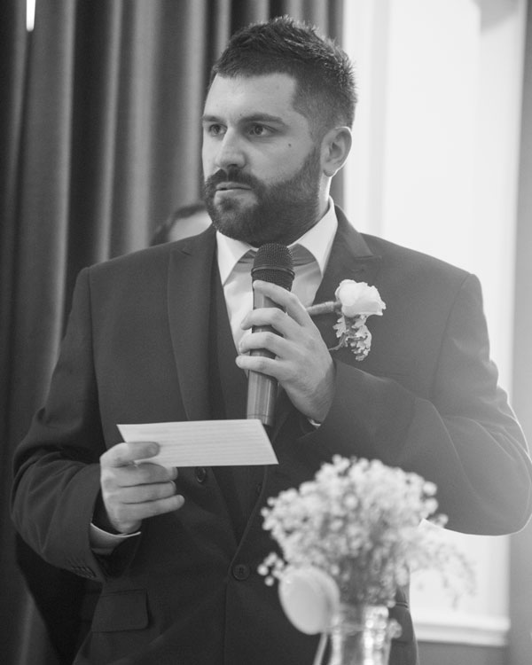 best mans speech holiday inn barnsley photographer black and white
