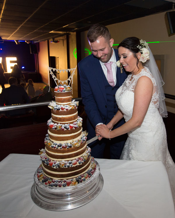 bride and groom cutting the cake scarletts bar holiday inn barnsley photographer