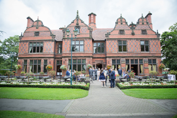 Guests arriving at Oakfield house in Chester zoo