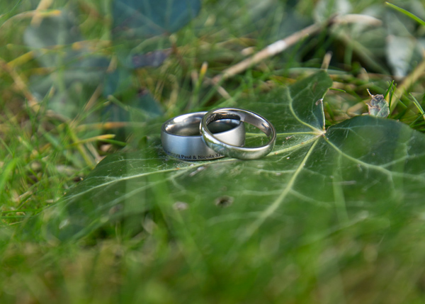 WEdding rings on a green leaf