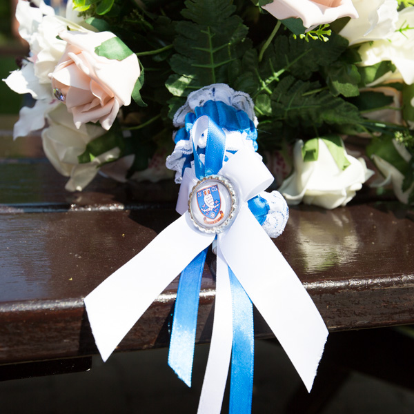 Sheffield Wednesday garter around the brides bouquet