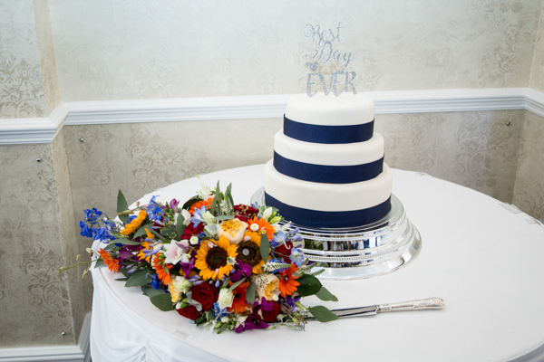 The wedding cake at Rogerthorpe Manor wedding