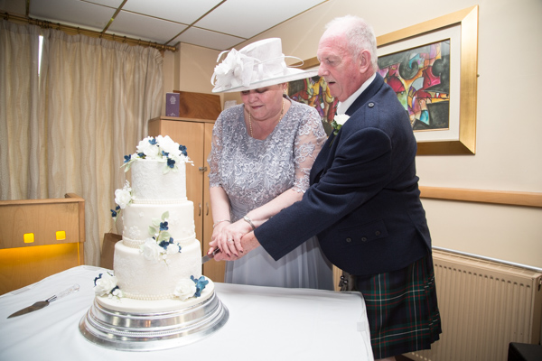 Birde and Groom cut the wedding cake at Bluebell Banqueting Suite Barnsley Wedding